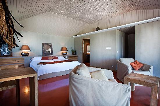Karibuni Lodge: RED ROOM