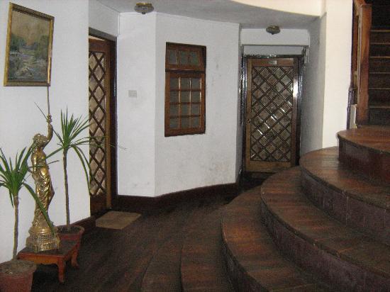 Darjeeling Gymkhana Resort: entrance to our room