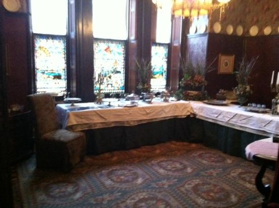 Harry Packer Mansion Inn: Dining Room/Buffet Area