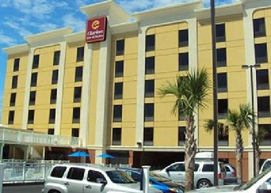 Clarion Inn & Suites Virginia Beach: Exterior