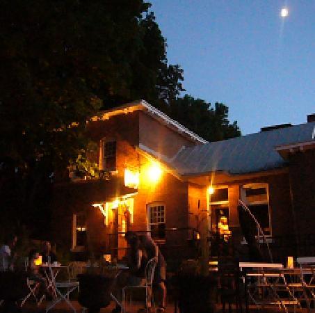 Bibo : summer nights on the patio