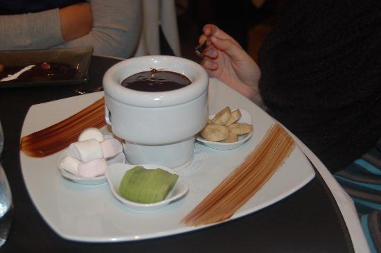 fondue au chocolat picture of l 39 ecailleur honfleur. Black Bedroom Furniture Sets. Home Design Ideas