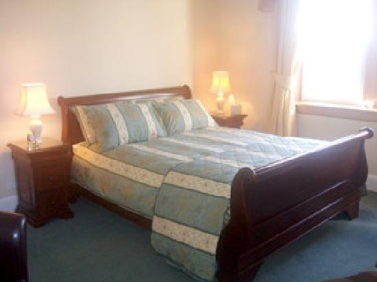 Pinewood Country House: Double room with king sized bed