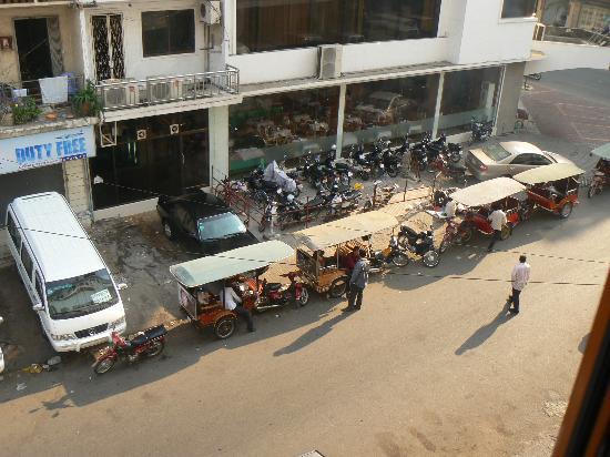 Asia Hotel: vue en bas de l'hôtel de la fenêtre