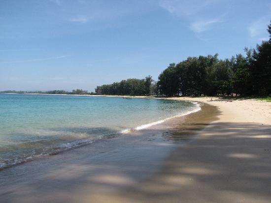 Perennial Resort: la playa cerca del hotel, limpia, tranquila y segura