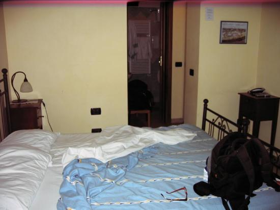 Hotel Pace Pompei: Room at ground floor