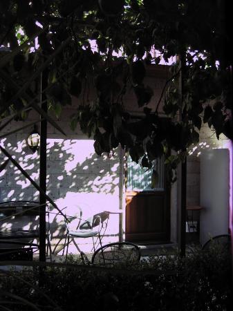 Hotel Pace Pompei: Garden area