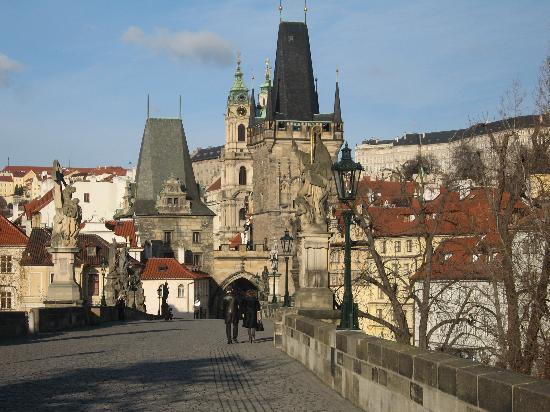 Residence U Cerneho Orla: charles bridge, 30 second walk