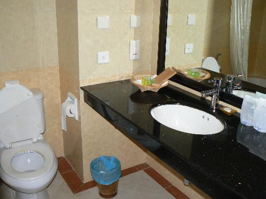 Angkor Riviera Hotel: salle de bain