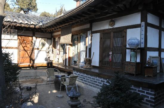 Bukchon Guesthouse: 伝統家屋の雰囲気を味わうことができる