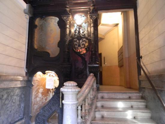 Hostal de Ribagorza: the entrance