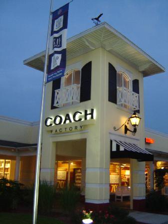 Darien Outlet Center: Coach Factory - Darien