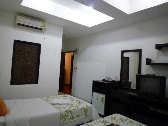 Mecca Beach Front Hotel Patong Phuket: standard twin room