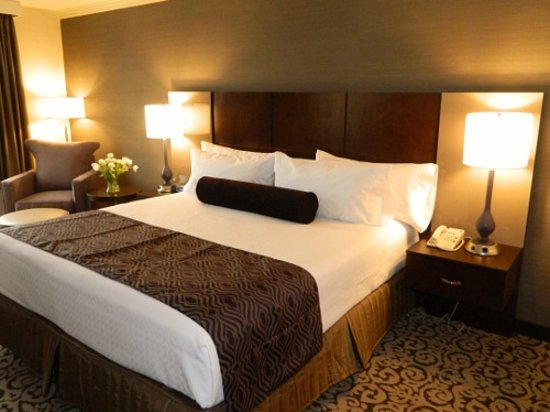Crowne Plaza Danbury: Newly Renovated King Room