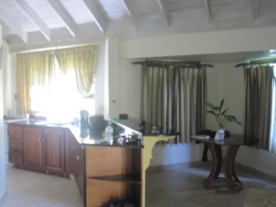 Yard Beach House: kitchen