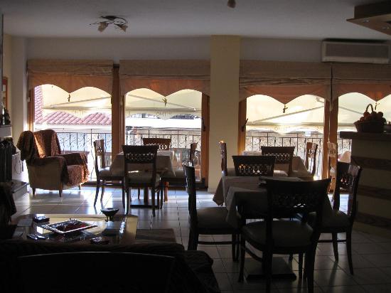 Pitho Rooms: Sala de desayuno