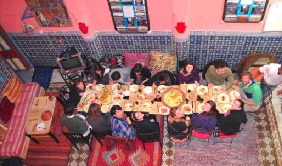 Rainbow Marrakech Hostel: MORE dinner and fabulous company