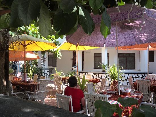 Manch Lodge Vuga : Das Restaurant resp. der Garten gefällt.