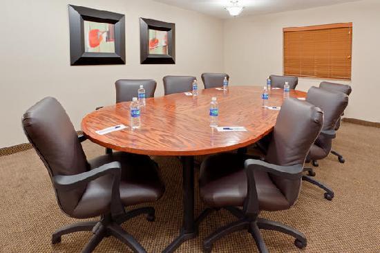 Candlewood Suites Secaucus: Meeting Room