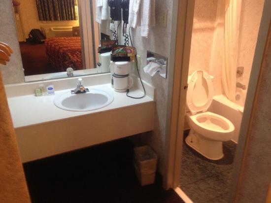 Super 8 by the Galleria / North Dallas : Hotel Room Interior