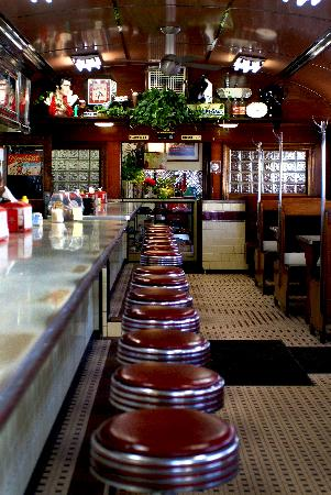 4 Aces Diner: An American Classic