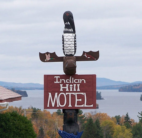 ‪‪Indian Hill Motel‬: Indian Hill Motel sign - view of Moosehead Lake‬