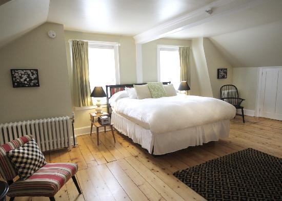 Snapdragon Inn: room seven