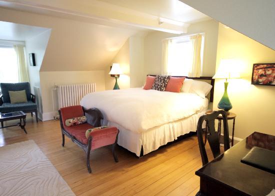 Snapdragon Inn: room nine