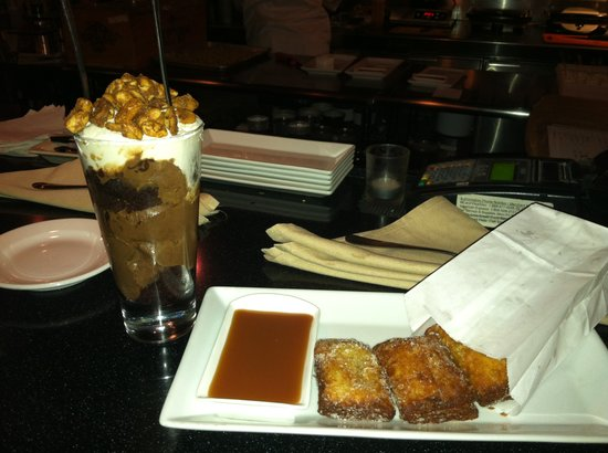 Sweet Pastry Shop & Dessert Bar: Ice cream and french donuts