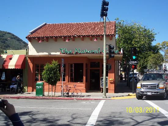 Natural Cafe: Street location of cafe