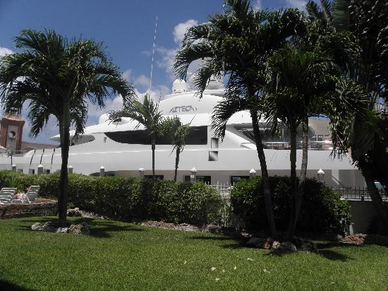 Club Land'or Resort: One of the Mega yachts