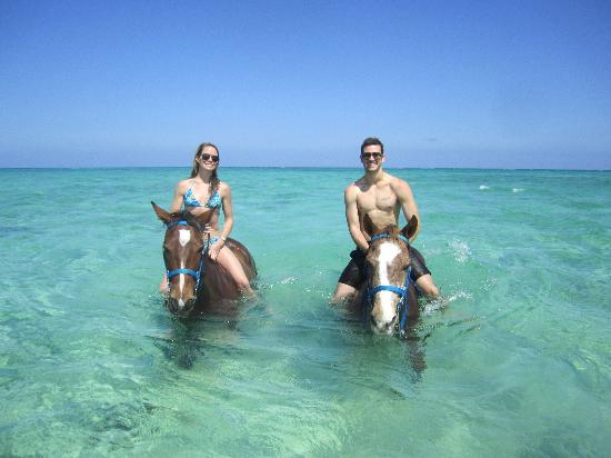 West Bay, Grand Cayman: Bareback Swimming