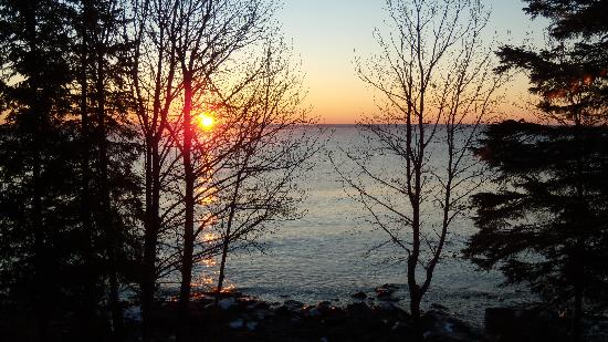 Larsmont Cottages on Lake Superior : Larsmont sunrise