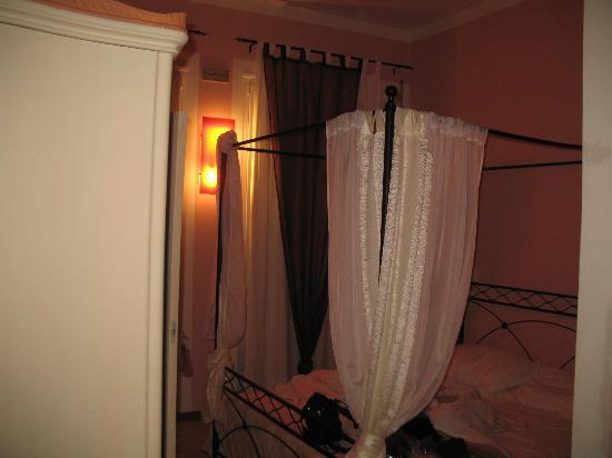 BluNotte: la camera amaranto