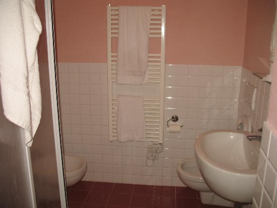 B&B Blu Notte: il bagno privato in camera