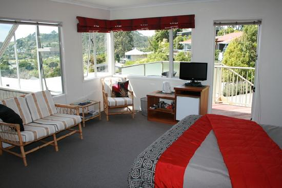 "Hahei Horizon Bed & Breakfast: Plenty of room in our lovely ""Cove"" Suite"