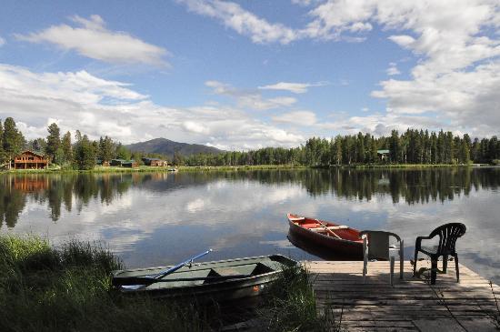 Moose Lake Lodge, LLC: Cabin dock with canoe