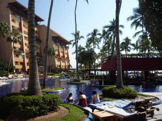 Club Regina Puerto Vallarta: Nice Grounds and heated pools