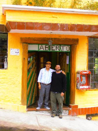 Hostal Coturpa, Su Casa en Papallacta: Wilo  (one of the owners) is on the left... very sweet man