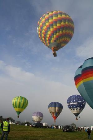 Aerosaurus Balloons: Balloon Ride taking of from Tiverton