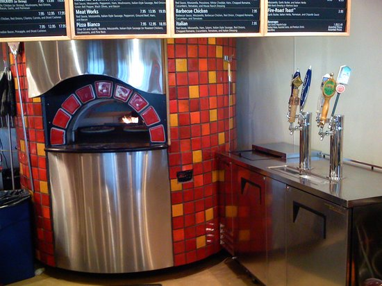 Red Brick Pizza : Brick oven and beer taps
