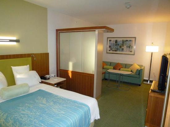 SpringHill Suites San Antonio Airport: overall room