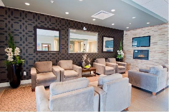 Comfort Inn & Suites Surrey: Lobby