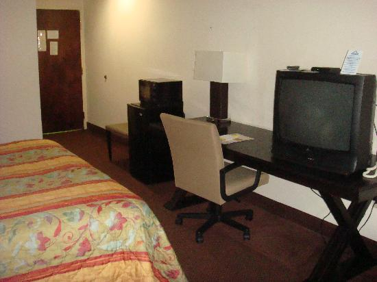 Days Inn College Park/Atlanta /Airport South: King Desk