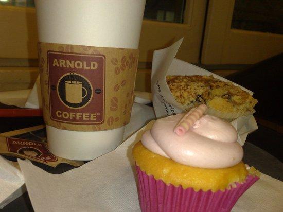 Arnold Coffee: cupcake, caffè americano e muffin ai mirtilli