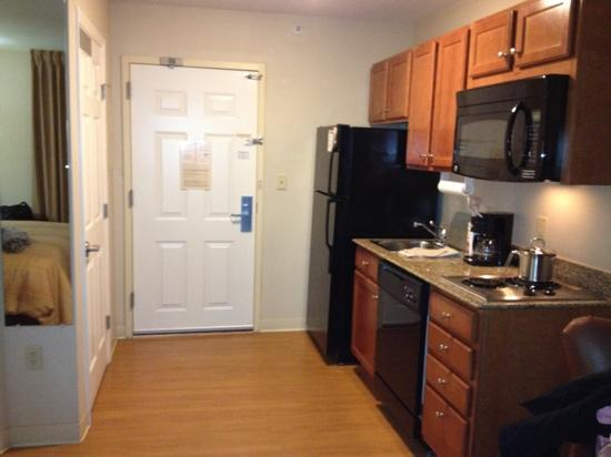 Candlewood Suites Secaucus: kitchen area