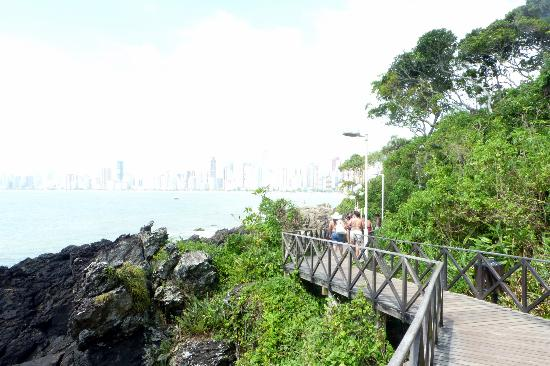 Buraco Beach: caminata ecologica