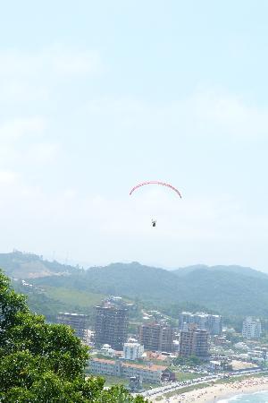 Buraco Beach: a volar(vista de Itajai)