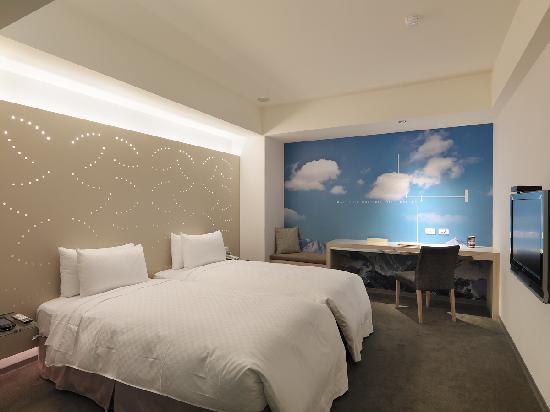 Hotel Room Window : Elite twin room no window photo de dandy hotel daan