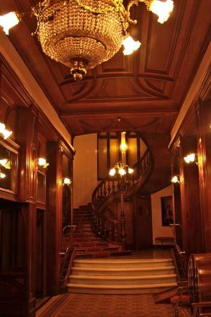 Grand Hotel Moderne : staircase